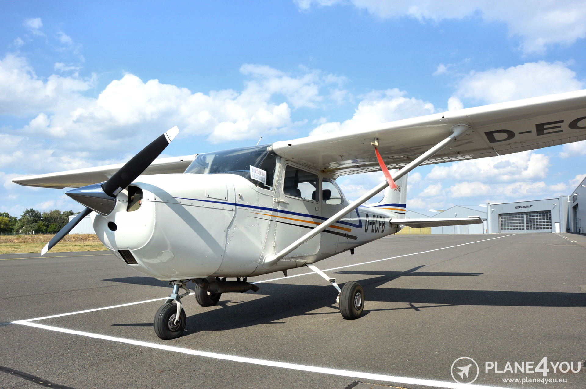 Cessna F172H D-ECFB | Single-engine aircraft | Plane4You