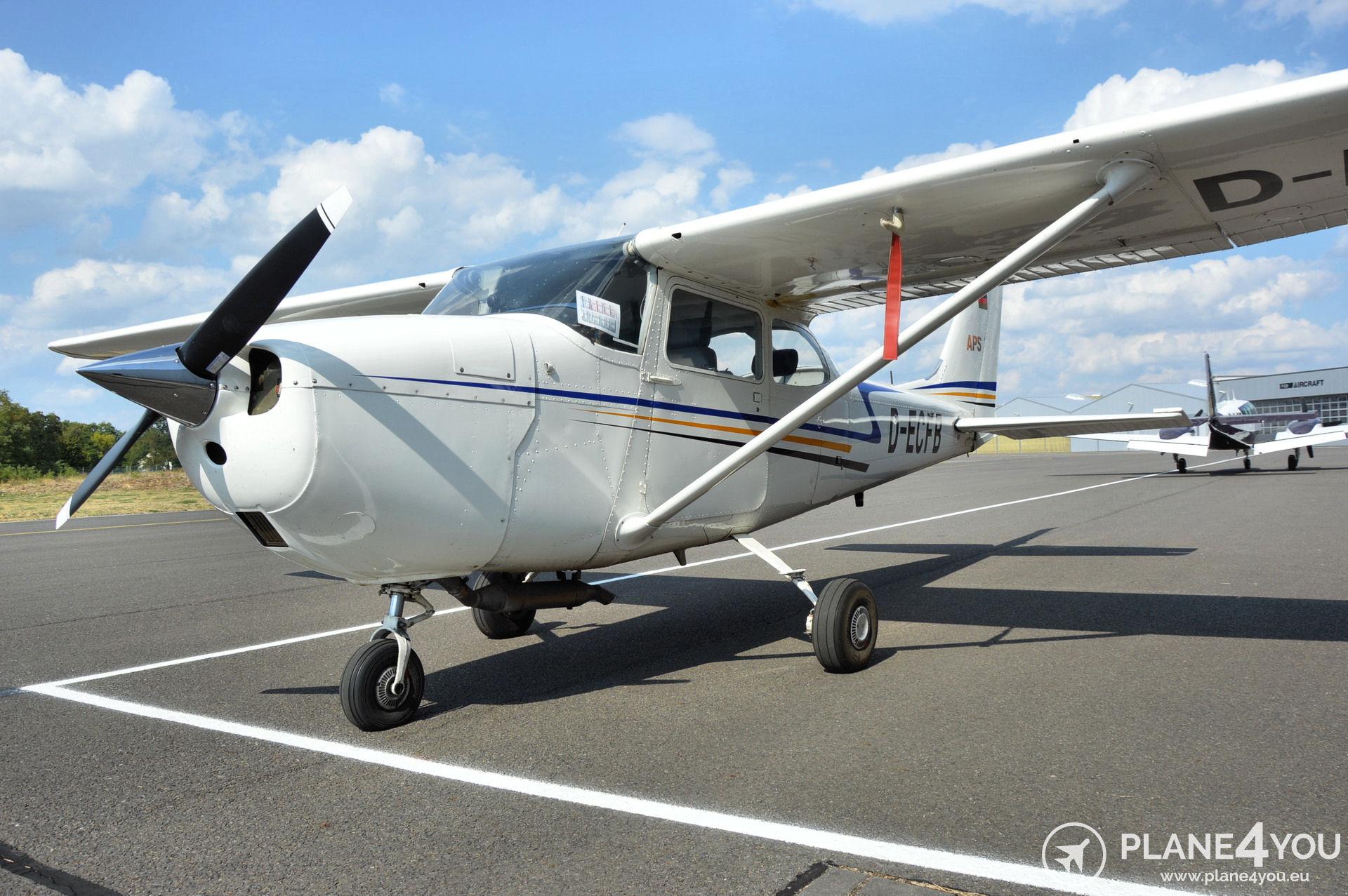 Cessna F172H D-ECFB | Single-engine aircraft | Plane4You