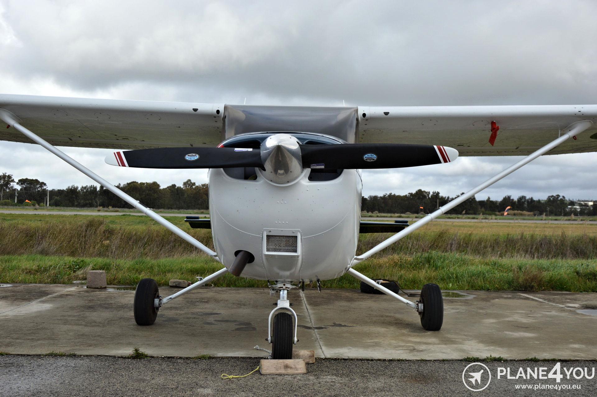 Cessna 172S CS-EBM | Single-engine aircraft | Plane4You Aircraft
